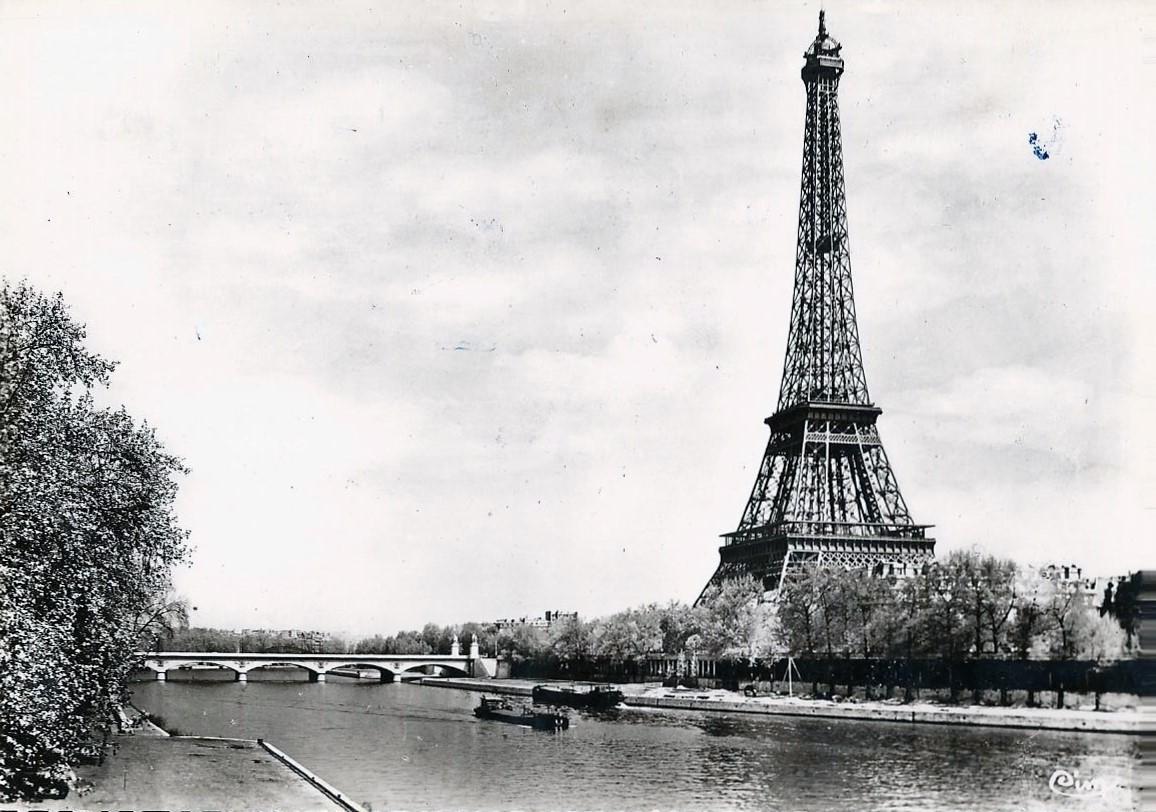 Carte postale ancienne de la Tour Eiffel.