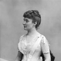 Laure DE CHEVIGNÉ
