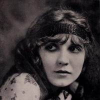 Louise GLAUM